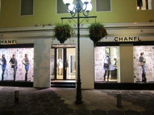 Chanel Window, Nice